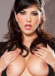 Sunny Leone exposes her big juicy breasts