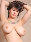 Jennique Adams shows her huge natural boobs